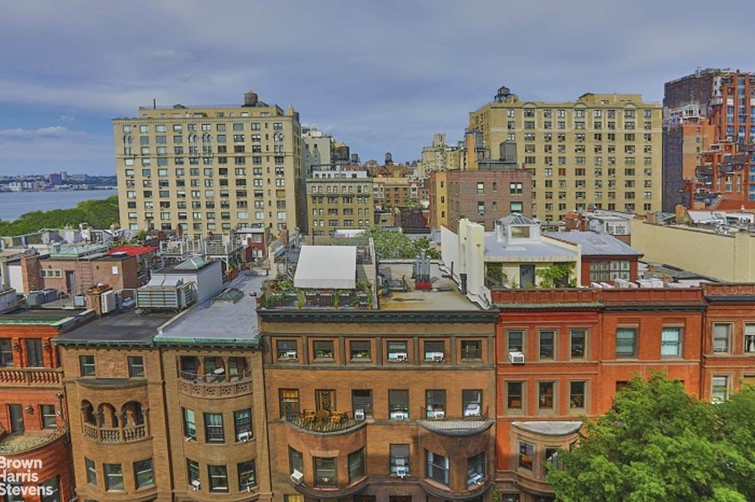 320 76TH Street - Photo 1