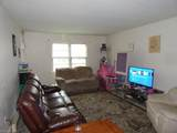 1037 Green St - Photo 13
