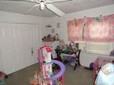 1037 Green St - Photo 20