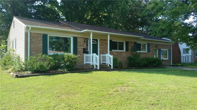 3821 S Plaza Trl, Virginia Beach, VA 23452 (#10213651) :: Berkshire Hathaway HomeServices Towne Realty