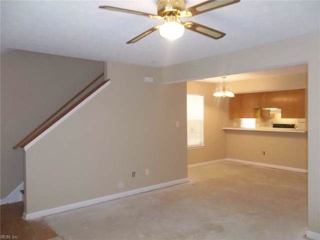 11 Colonial Place Pl, Newport News, VA 23601 (#10280454) :: Berkshire Hathaway HomeServices Towne Realty