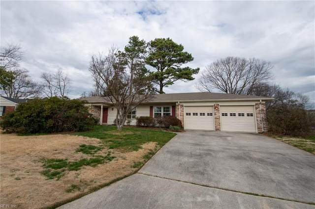 837 Earl Of Chesterfield Ln, Virginia Beach, VA 23454 (#10302013) :: Kristie Weaver, REALTOR