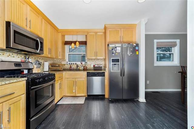 803 Perry St, Hampton, VA 23663 (MLS #10304009) :: Chantel Ray Real Estate