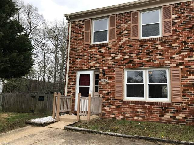 1045 Wickford Ct, Chesapeake, VA 23320 (MLS #10309003) :: Chantel Ray Real Estate
