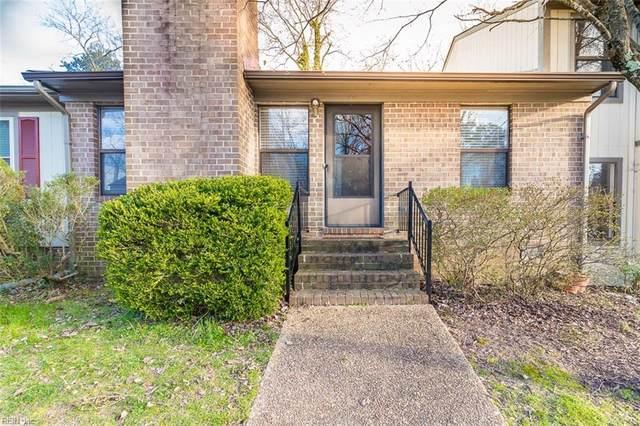 30 James Sq, James City County, VA 23185 (MLS #10309206) :: Chantel Ray Real Estate