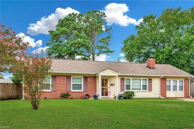 4637 Crown Point Ln, Virginia Beach, VA 23462 (#10340483) :: The Kris Weaver Real Estate Team