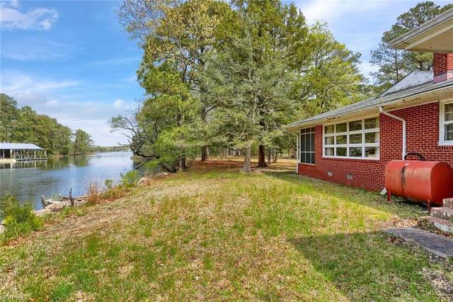 305 Ship Point Rd, York County, VA 23692 (#10378655) :: RE/MAX Central Realty