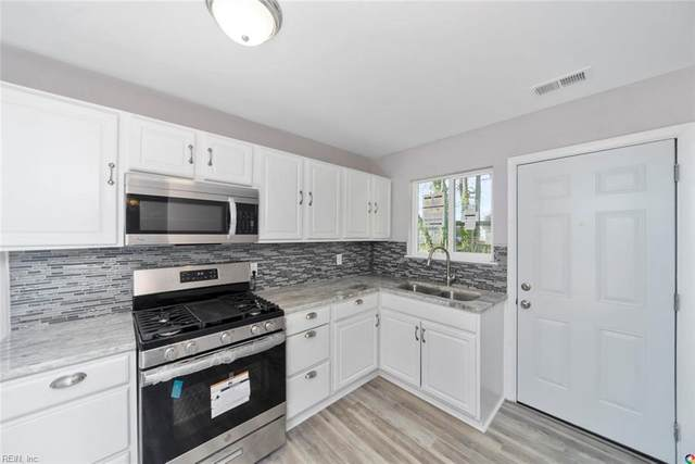2802 Southport Ave, Chesapeake, VA 23324 (MLS #10301378) :: Chantel Ray Real Estate