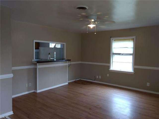 427 Rogers Ave, Hampton, VA 23664 (MLS #10303948) :: Chantel Ray Real Estate