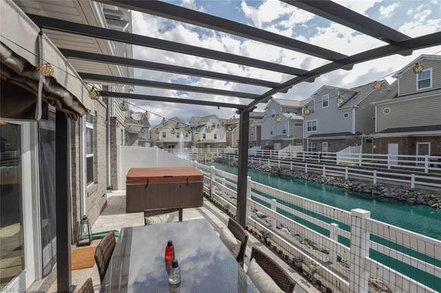 228 Moate Cir, Virginia Beach, VA 23462 (#10400469) :: Berkshire Hathaway HomeServices Towne Realty