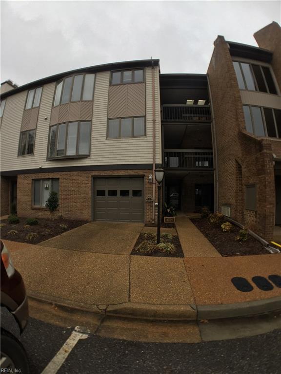 4225 Hatton Point Ln #28, Portsmouth, VA 23703 (MLS #10180894) :: Chantel Ray Real Estate