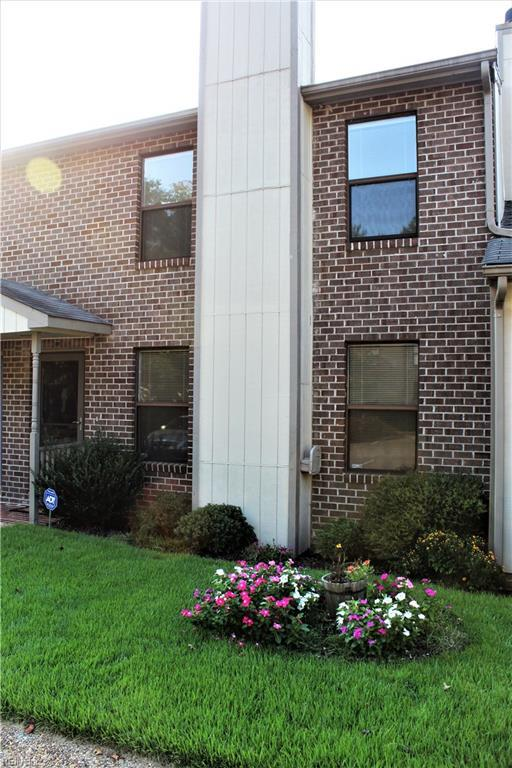 10 James Sq, James City County, VA 23185 (MLS #10181112) :: Chantel Ray Real Estate