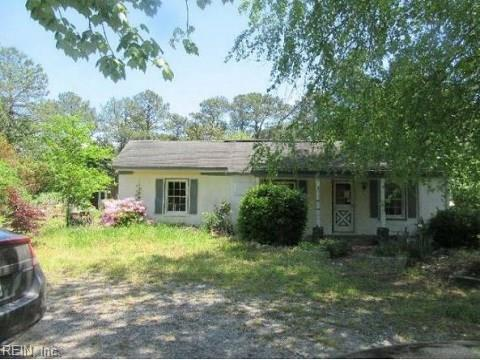 7016 Bray Rd, Gloucester County, VA 23072 (#10195176) :: The Kris Weaver Real Estate Team