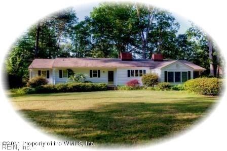 215 W Queens Dr, York County, VA 23185 (#10199022) :: Abbitt Realty Co.