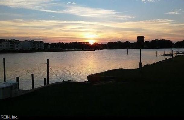 353 Creek Ave, Hampton, VA 23669 (#10201918) :: Abbitt Realty Co.
