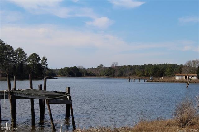 2686 Severn Wharf Rd, Gloucester County, VA 23072 (MLS #10211092) :: Chantel Ray Real Estate