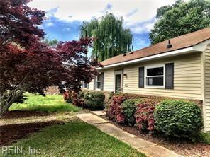 2600 Luzerne Cir, Virginia Beach, VA 23453 (#10213102) :: Berkshire Hathaway HomeServices Towne Realty