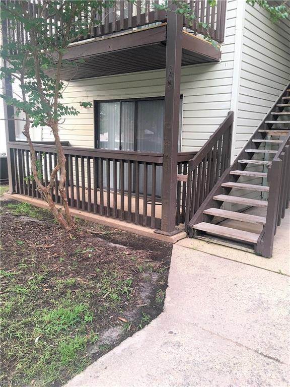 200 Wells Ct, Hampton, VA 23666 (#10217265) :: Chad Ingram Edge Realty