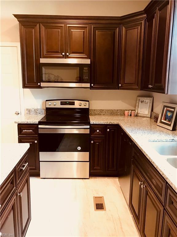 43 Locust Ave, Hampton, VA 23661 (#10222233) :: Berkshire Hathaway HomeServices Towne Realty
