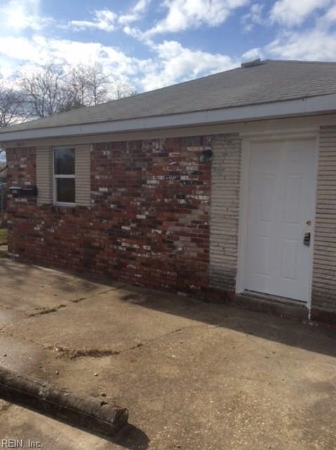 9515 19th Bay St, Norfolk, VA 23518 (#10232888) :: The Kris Weaver Real Estate Team