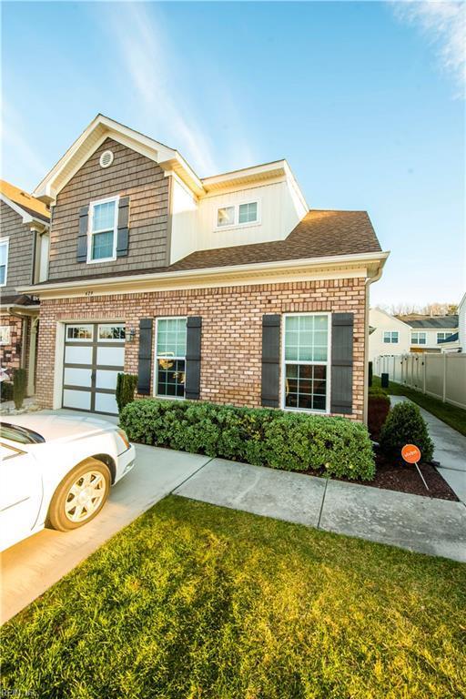 429 Autumn Green Ln, Chesapeake, VA 23320 (#10236930) :: Berkshire Hathaway HomeServices Towne Realty
