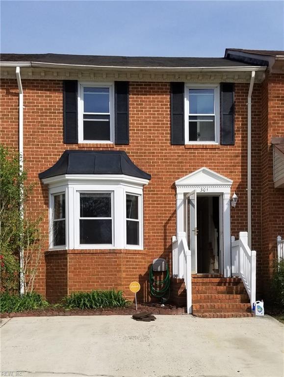 301 San Roman Dr, Chesapeake, VA 23322 (MLS #10252081) :: AtCoastal Realty