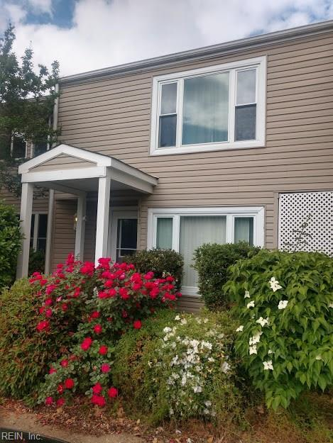 402 Falling Ln, Virginia Beach, VA 23454 (MLS #10257093) :: Chantel Ray Real Estate