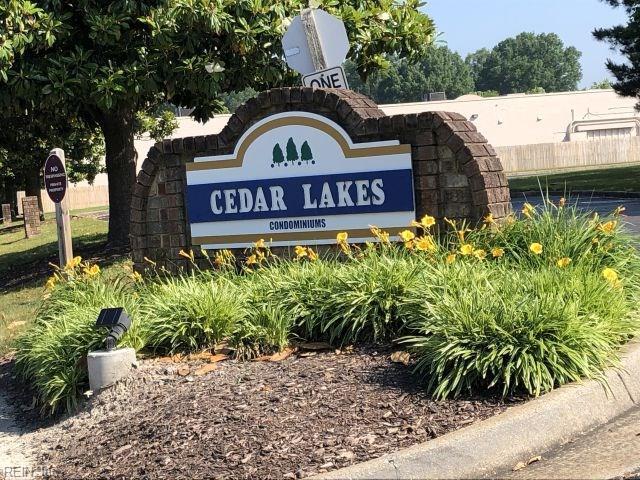 441 East Lake Cir, Chesapeake, VA 23322 (MLS #10259953) :: Chantel Ray Real Estate