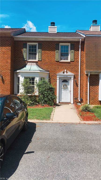 1236 Cedar Mill Sq, Chesapeake, VA 23320 (#10278246) :: Berkshire Hathaway HomeServices Towne Realty