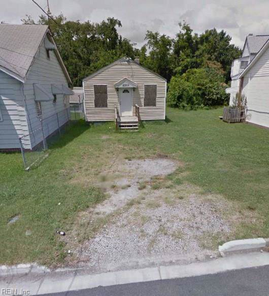 2308 Lincoln St, Portsmouth, VA 23704 (MLS #10281739) :: Chantel Ray Real Estate