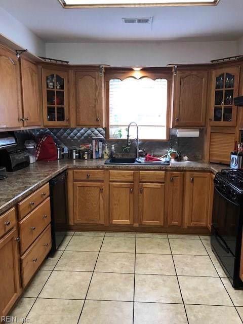 715 Mac Neil Dr, Newport News, VA 23602 (MLS #10282576) :: Chantel Ray Real Estate
