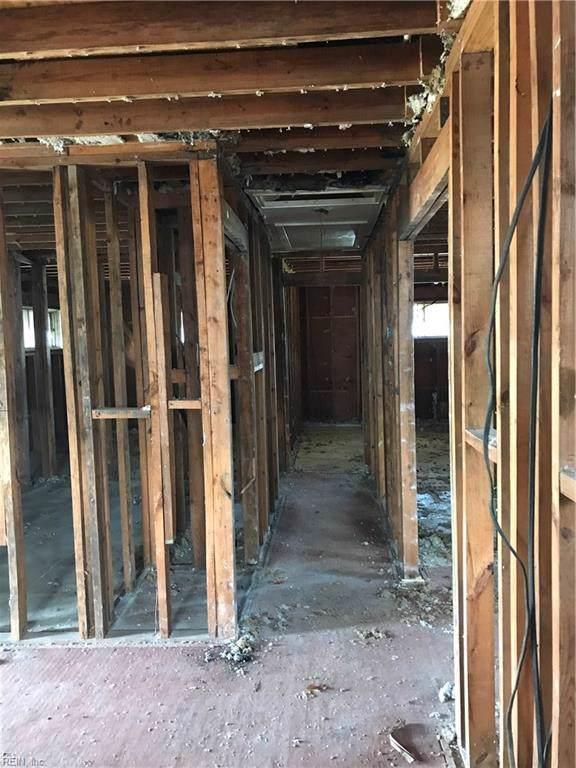 4709 Barger St, Chesapeake, VA 23320 (MLS #10296392) :: Chantel Ray Real Estate