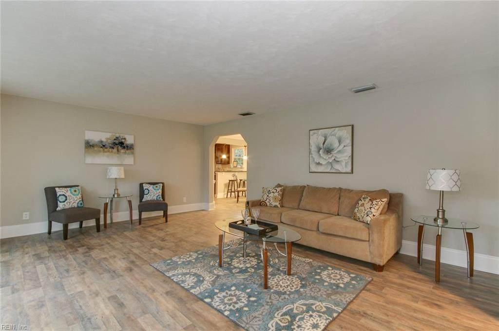 2313 Sterling Point Dr - Photo 1