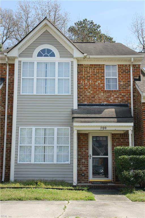 700 Hunters Quay, Chesapeake, VA 23320 (MLS #10312245) :: Chantel Ray Real Estate