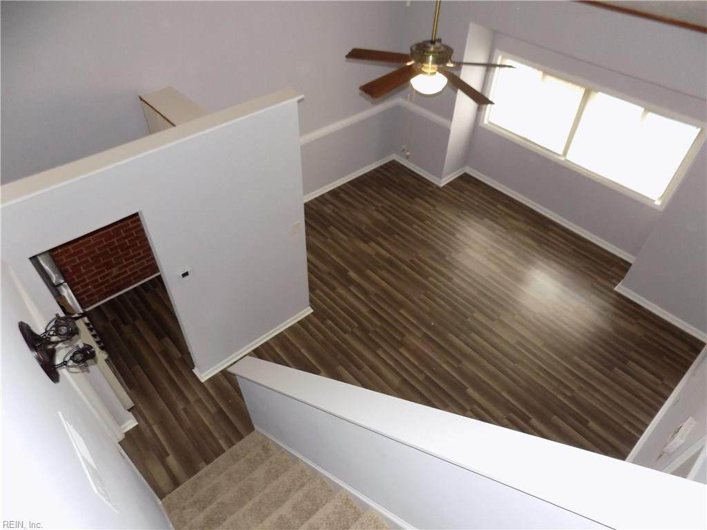 107 Pacific Dr - Photo 1