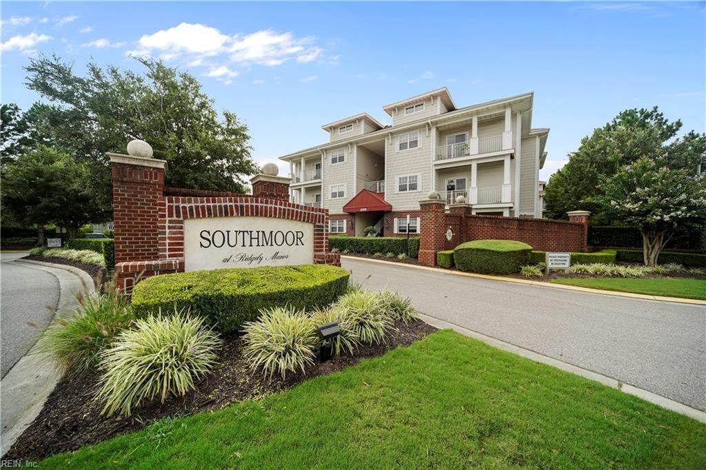 912 Southmoor Dr - Photo 1