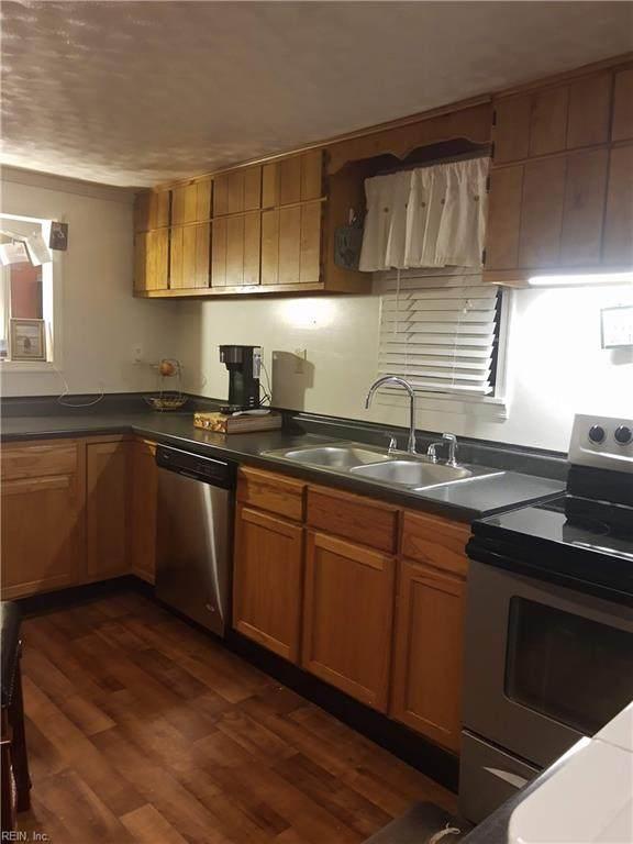 16 Pine St, Poquoson, VA 23662 (#10363402) :: Berkshire Hathaway HomeServices Towne Realty