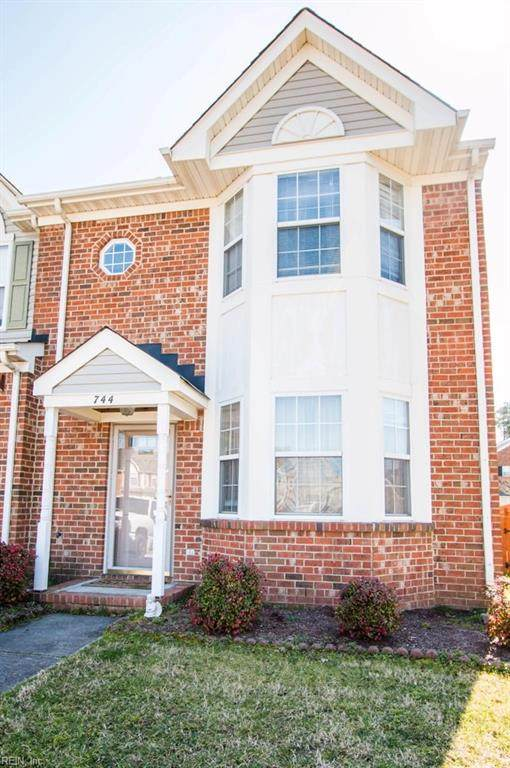 744 Hunters Quay, Chesapeake, VA 23320 (#10364872) :: Rocket Real Estate