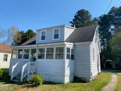 212 Middle St, Isle of Wight County, VA 23430 (#10371366) :: Abbitt Realty Co.