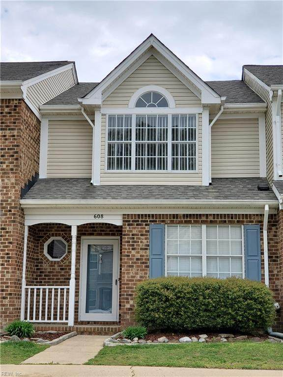 608 South Lake Cir, Chesapeake, VA 23322 (#10371584) :: Verian Realty