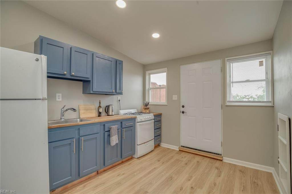 1427 Ocean View Ave - Photo 1
