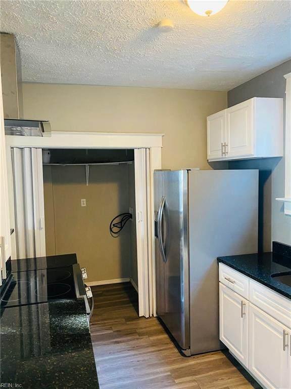 336 49th St, Newport News, VA 23607 (#10384702) :: Berkshire Hathaway HomeServices Towne Realty
