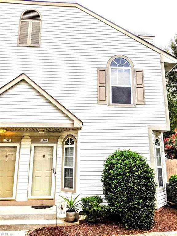 1204 Daylily Dr, Chesapeake, VA 23320 (#10393189) :: Berkshire Hathaway HomeServices Towne Realty