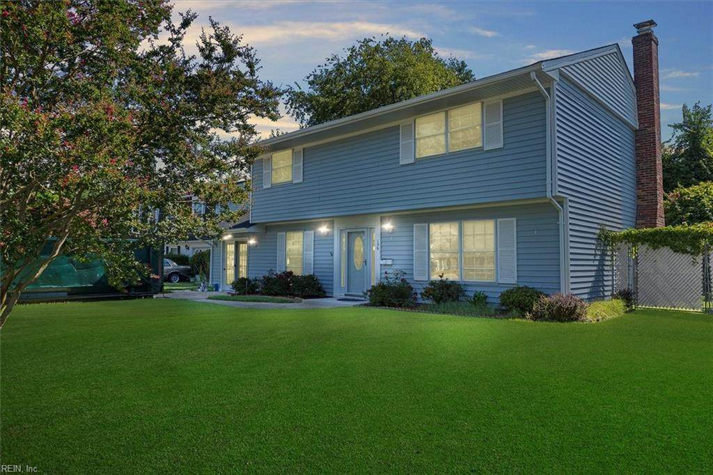 136 Diggs Dr - Photo 1