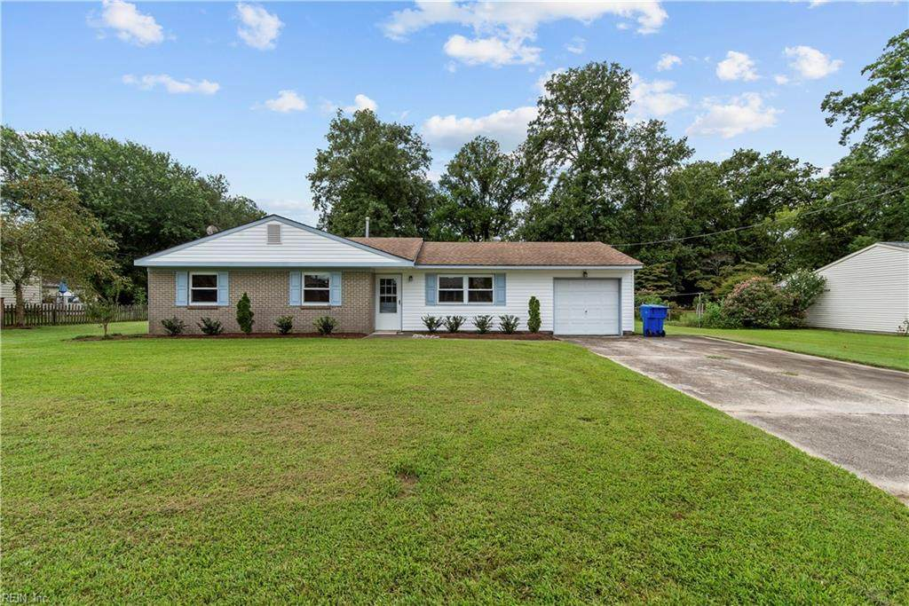 2725 Country Club Dr - Photo 1