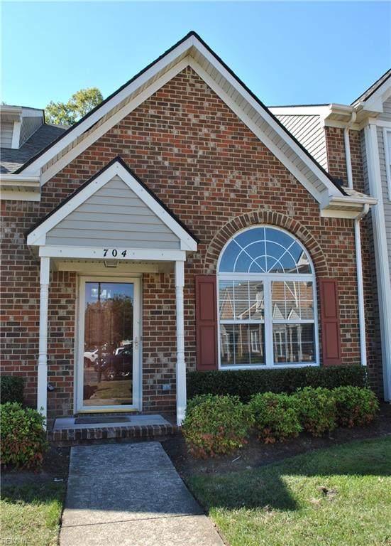 704 W Lake Cir, Chesapeake, VA 23322 (#10404874) :: Rocket Real Estate