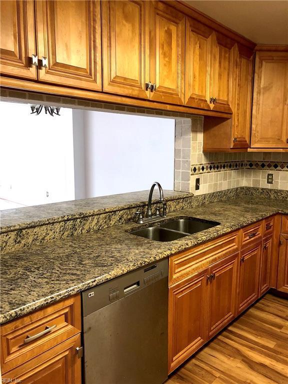 4827 Tunlaw Ct, Virginia Beach, VA 23462 (MLS #10179105) :: Chantel Ray Real Estate