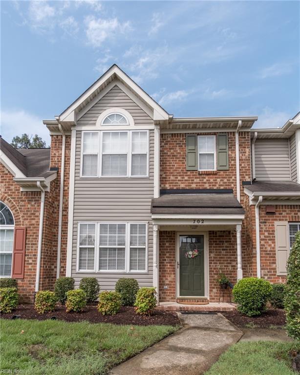 702 W Lake Cir, Chesapeake, VA 23322 (#10207197) :: The Kris Weaver Real Estate Team