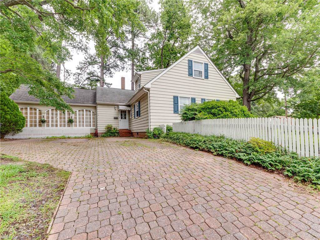 23 Camelot Ct - Photo 1