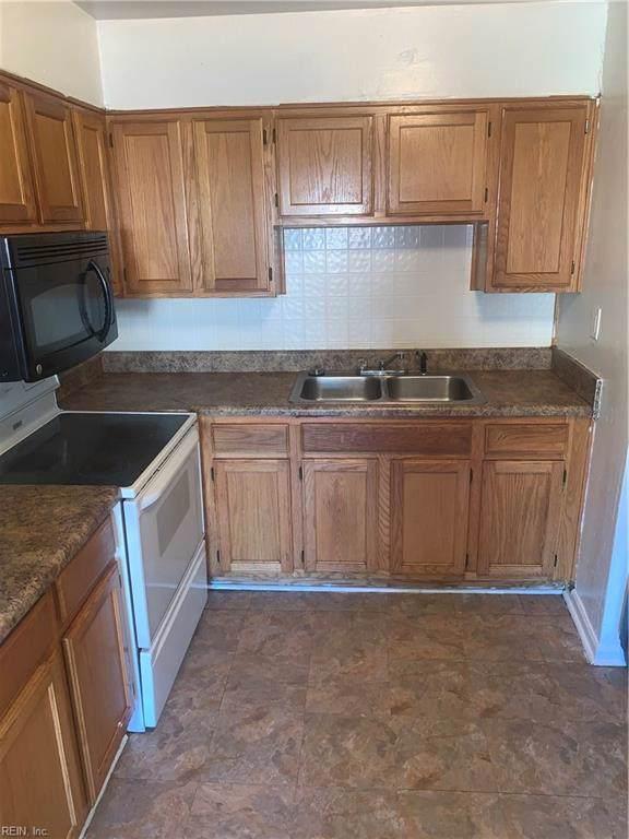 1615 Cardigan St, Chesapeake, VA 23324 (MLS #10279960) :: AtCoastal Realty